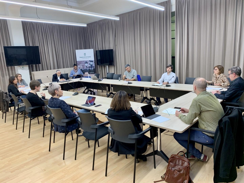 La Diputació de Lleida cessa tota activitat de cara al públic i facilita que el personal pugui atendre a casa els seus fills o dependents