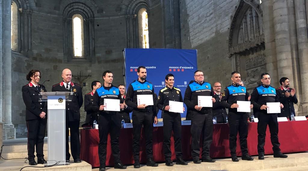 Els sis agents de la Policia Local de Tàrrega amb les felicitacions lliurades
