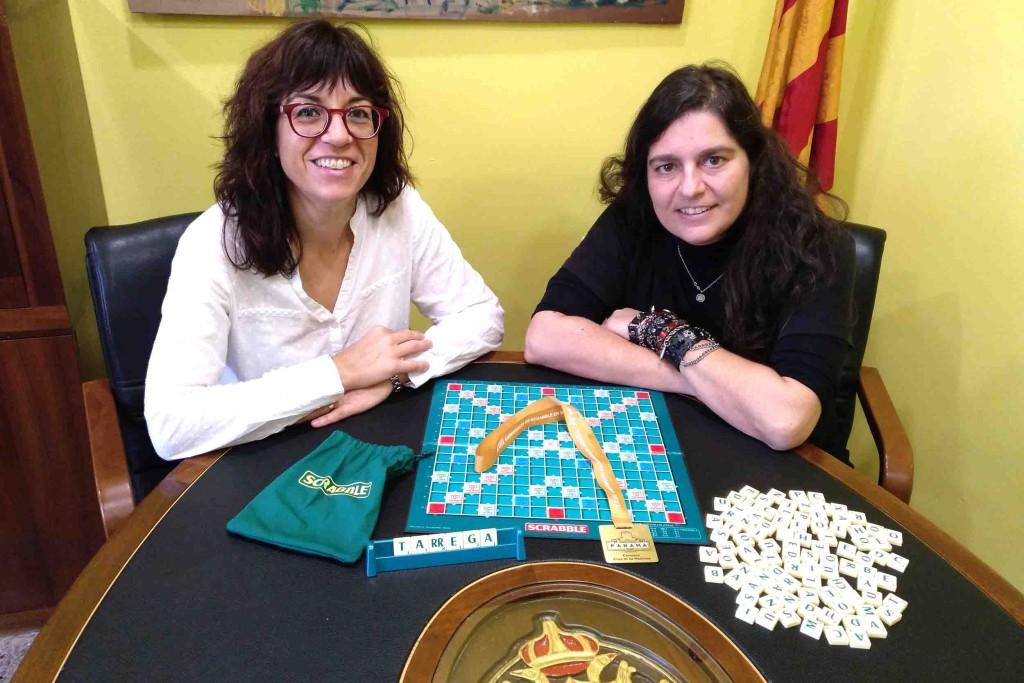 L'alcaldessa de Tàrrega, Alba Pijuan Vallverdú, i Arantxa Delgado