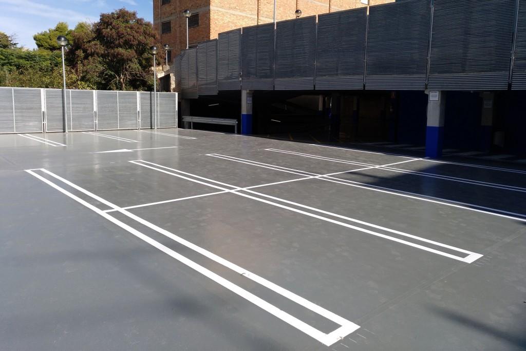 Nou revestiment de pintura al pàrquing municipal de l'avinguda de Catalunya (1)