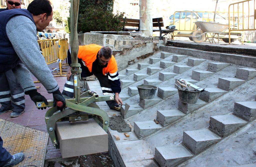 Renovació d'escales a la plaça del Carme aquesta setmana, efectuats amb ajut del programa Treball i Formació