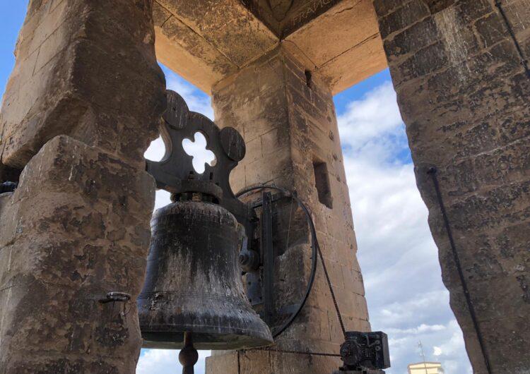 Netegen  el campanar de l'Església Santa Maria d'Agramunt