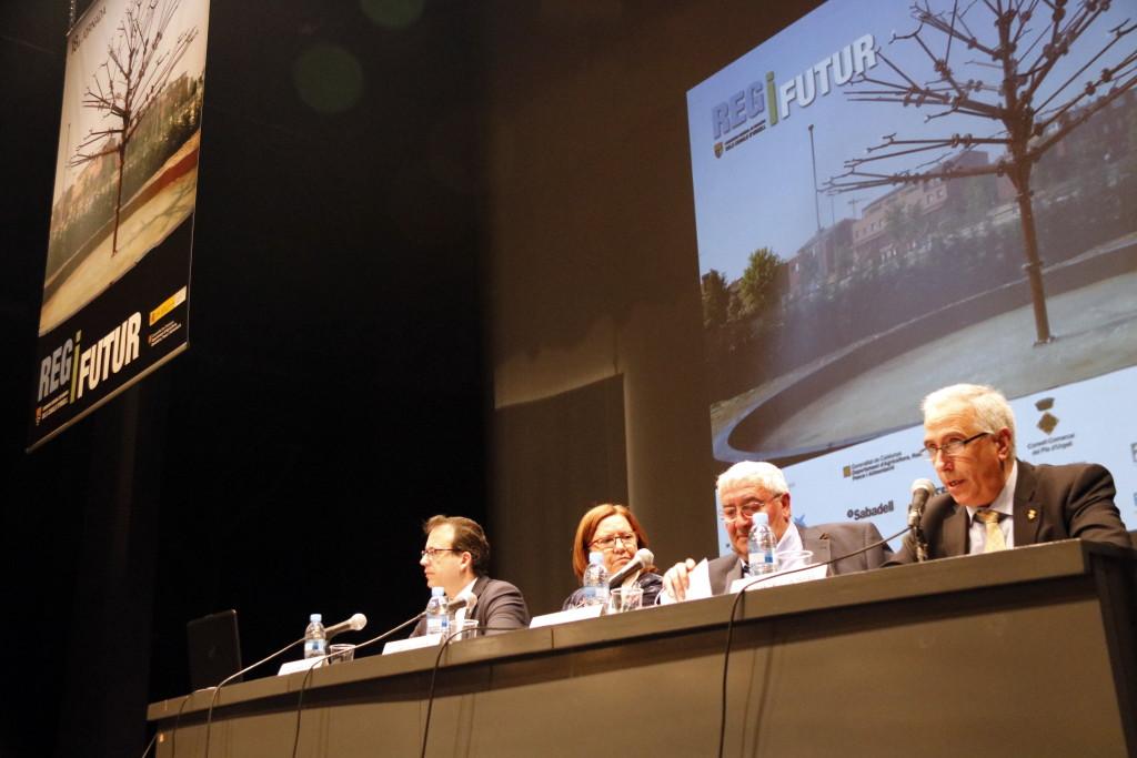 Pla mitjà on es pot veure la taula institucional de la inauguració de la 18ena Jornada Reg i Futur, a Mollerussa, el 22 de febrer de 2019. (Horitzontal)
