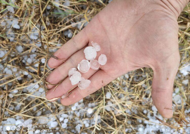 Cauen tempestes amb pedra repartides de forma irregular per diferents municipis de Ponent