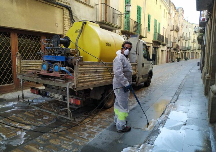Cervera neteja els carrers per prevenir l'expansió de la Covid-19