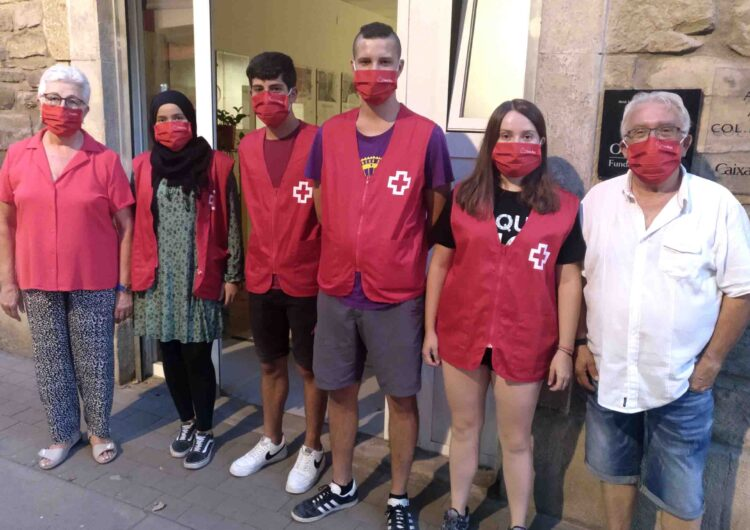 Creu Roja desplega quatre agents de salut a Tàrrega per sensibilitzar la gent jove davant la agents de salut  durant l'oci nocturn