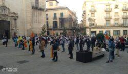 Concentració a la plaça Major en rebuig a la inhabilitació…