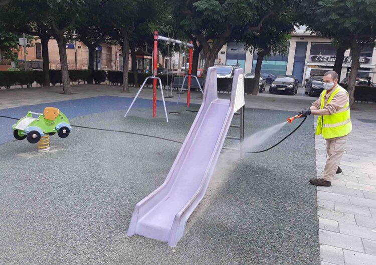 L'Ajuntament de Tàrrega intensifica els treballs de desinfecció dels parcs de jocs infantils per reforçar la prevenció contra la Covid-19