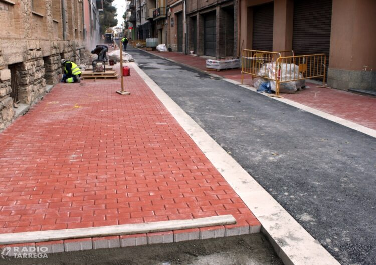 Les obres de renovació del carrer de Jacint Verdaguer de Tàrrega encaren la recta final