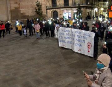 """Concentració a Tàrrega sota el lema """"Una llum un feminicidi"""""""