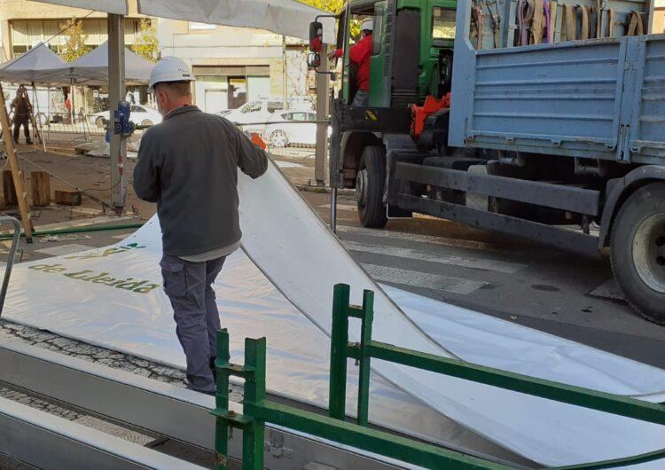 Desmunten de la carpa de la Diputació de Lleida al CUAP de Prat de la Riba