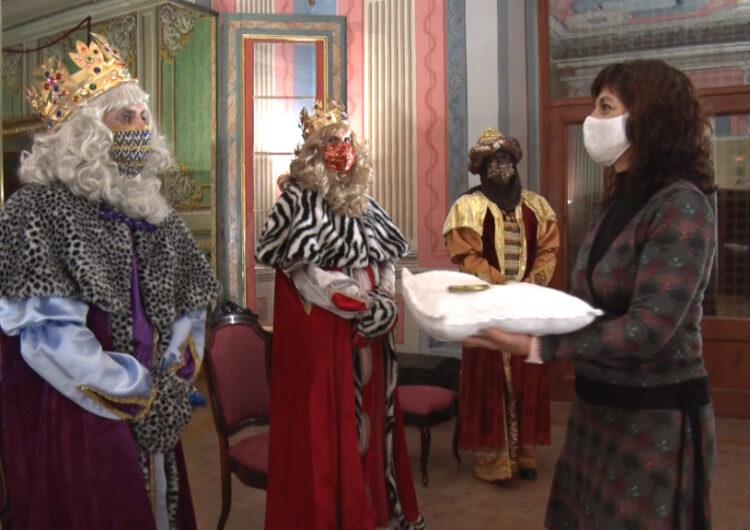 Els Reis d'Orient han rebut les claus de la ciutat  transmeten ànims per superar les dificultats actuals