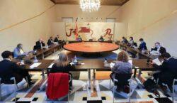 El TSJC suspèn cautelarment el decret que ajorna les eleccions…