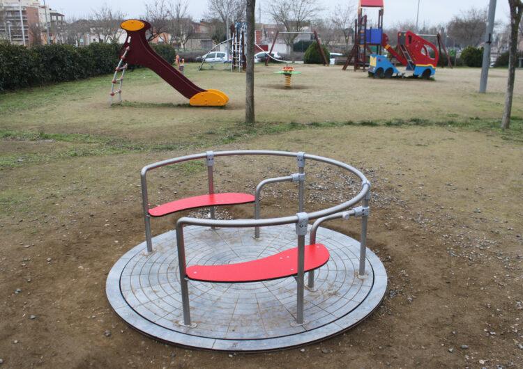L'Ajuntament de Tàrrega instal·la els primers jocs adaptats i inclusius als parcs infantils