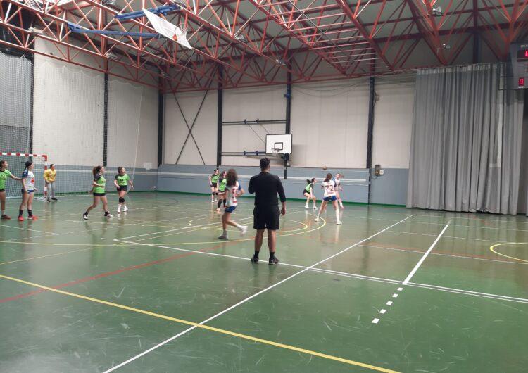 Victòria del juvenil del CEACA Tàrrega d'handbol en el seu primer partit després de la represa de la competició