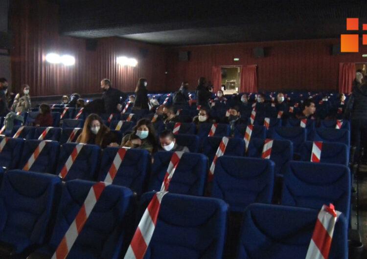 Un centenar d'usuaris del Grup Alba han pogut anar al cinema Majèstic de Tàrrega gràcies a la Campanya I LOVE CINE DE POBLE