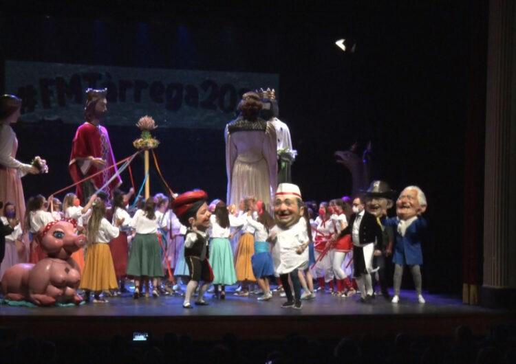 Èxit de l'exhibició de balls tradicionals de la Festa Major al Teatre Ateneu
