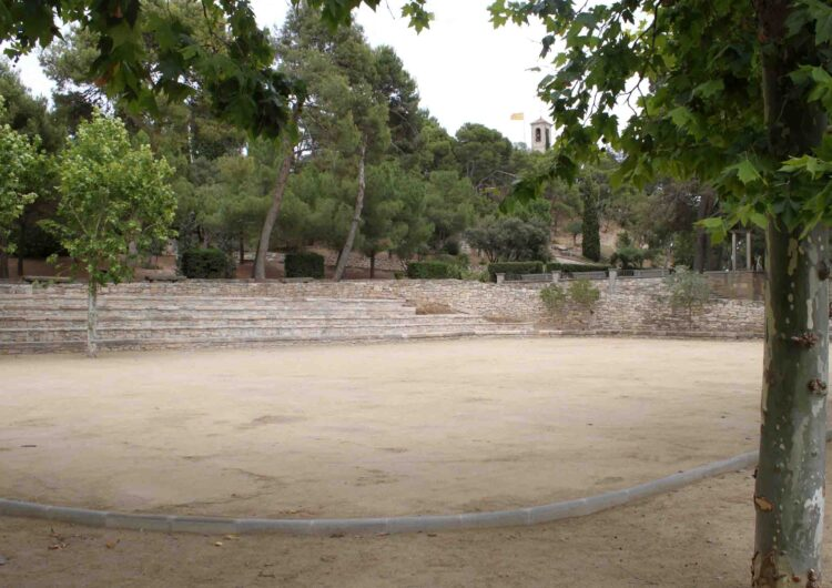 Finalitzen  les obres de la plaça de la Bassa del Parc de Sant Eloi que s'ha transformat en espai polivalent