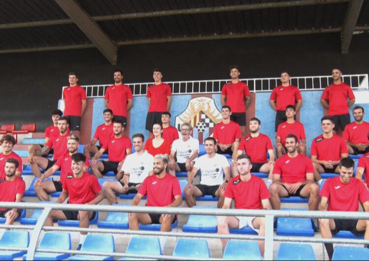 El primer equip del Tàrrega UE comença la temporada amb el primer entrenament i la foto de grup