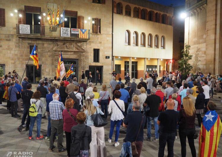 Més d'un centenar de persones es concentraven  a Tàrrega per mostrar el seu rebuig a la detenció de Carles Puigdemont