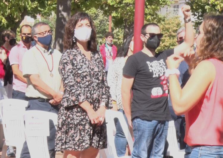 Una vintena d'entitats i partits polítics participen a l'acte institucional de la Diada a Tàrrega, celebrat a la plaça de Rafael Casanova